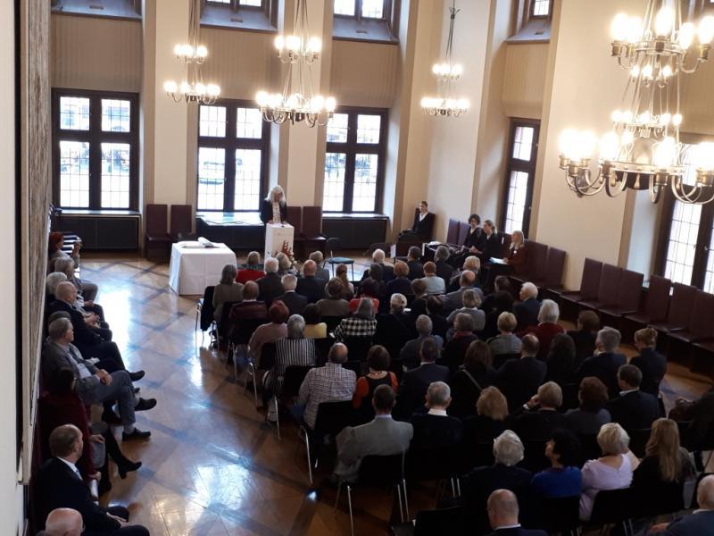 Mitglied vom BüroF kann Ihre Stiftung im Goldenen Buch der Stiftungen der Stadt Frankfurt am 31.10.2018 eintragen